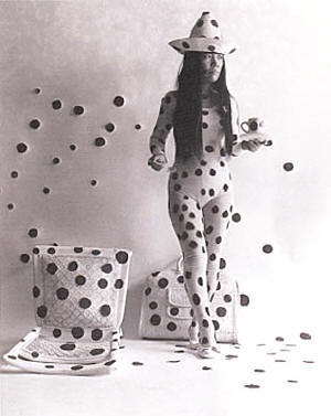 Yayoi_kusama_self_obliteration_by_dots_s